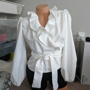 *I'm moving* Structured White Wrap Blouse